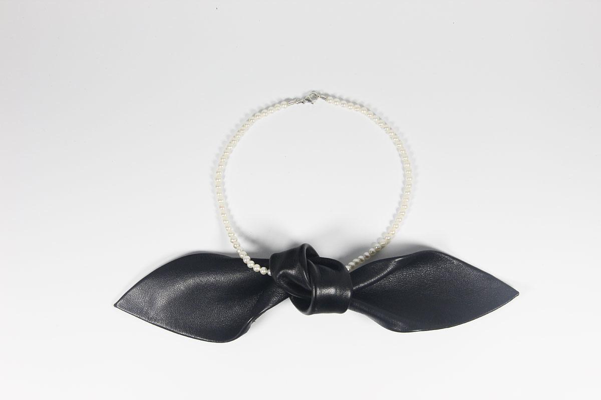 Collier / Perlenkette, Leder